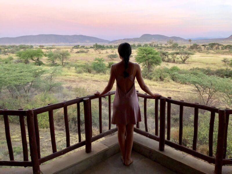 amanecer desde la habitacion del hotel con vistas a la sabana