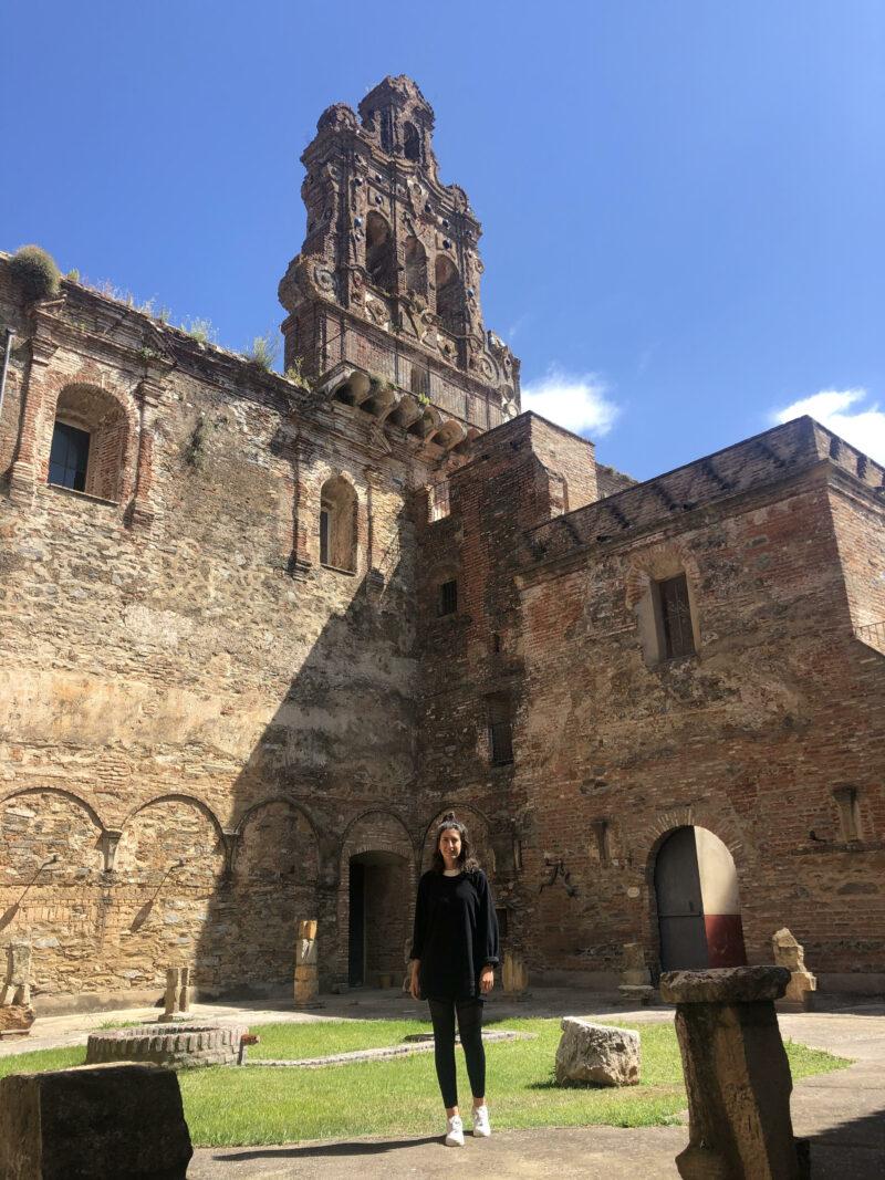 Antiguo claustro.  Escapada rural a la Sierra Norte