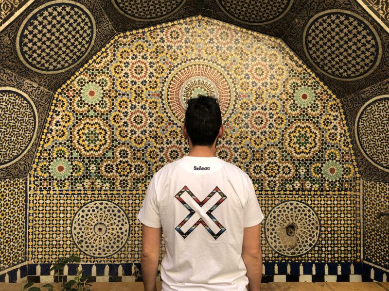 Detalle de azulejos en el zoco.